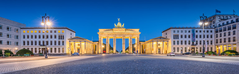 Aluminium Prints Berlin Pariser Platz with Brandenburg Gate at night, Berlin, Germany