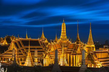 Temple of the Emerald Buddha at dusk, Wat Phra Kaew (Thailand)