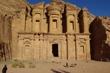 Jordanie, temple El Deir à Petra