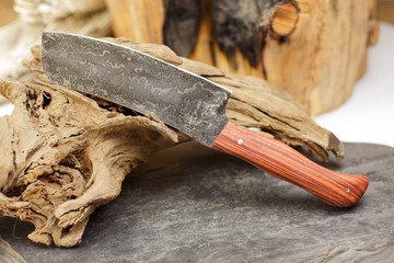 Handgeschmiedetes Santoku Messer aus Damaszener Stahl