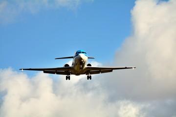 着陸する飛行機 イメージ