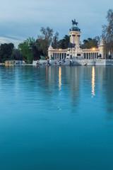 lago parque retiro madrid