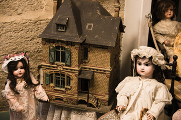 Private old dolls collection in Isle sur la Sorgue, France