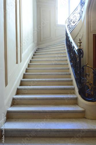 escalier en marbre avec rambarde photo libre de droits sur la banque d 39 images. Black Bedroom Furniture Sets. Home Design Ideas