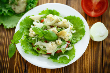 salad with cauliflower, tomatoes and herbs