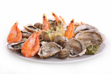 Poster Coquillage seafood platter isolated on white