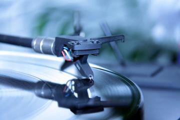 Musik hören mit Plattenspieler