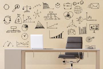 Büro mit Schreibtisch und Skizzen an Wand