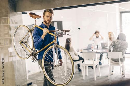 """""""Using bicycle to go to work"""" photo libre de droits sur la ..."""