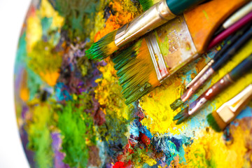 Paint brushes to the painting palette with colors