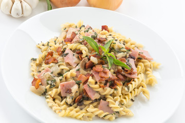 penne pasta with cream sauce