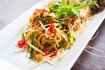 Spaghetti in Pad Thai style
