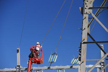 Travaux sur une ligne électrique à très haute tension