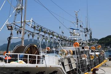 小型のイカ釣り漁船/山形県の庄内浜で小型のイカ釣り漁船を撮影した写真です。
