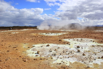 Skurrile Landschaft im Hochtemperaturgebiet Hverarönd auf Island