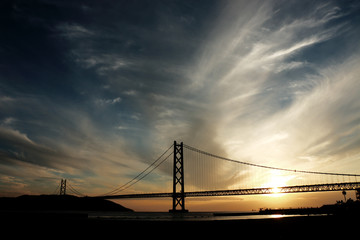 夕景の明石海峡大橋