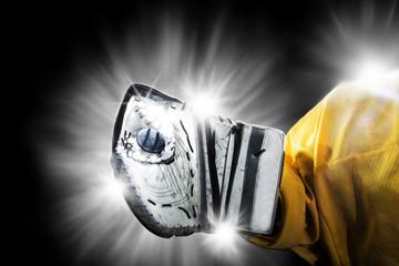 Ice Hockey Goalie - Glove Save
