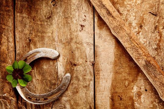 Old lucky horseshoe background