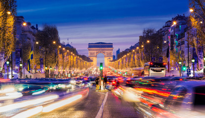 Avenue des Champs-Elysees with Christmas lighting leading up to the Arc de Triomphe in Paris, France Fotomurales