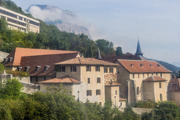 Le musée Dauphinois vu du téléphérique du Fort de La Bastille