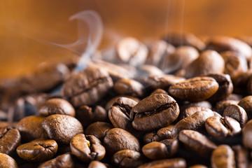 dampfende Kaffeebohnen