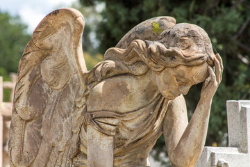 ángel pensatibo