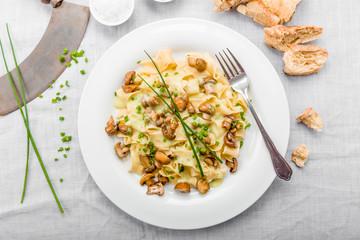 Champignons mit Nudeln und Soße