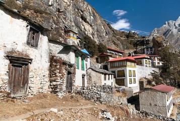 Photo sur Aluminium Thame gompa with prayer flags - monastery in Khumbu