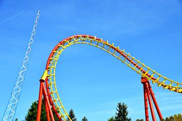 Spiralförmige Schiene einer Achterbahn
