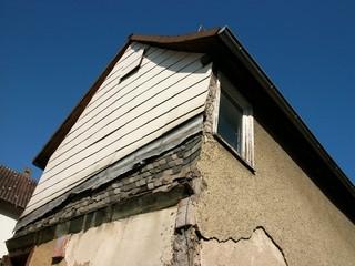 Bilder und videos suchen renovierungsbedarf - Holzwurm im fensterrahmen ...