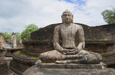 Скульптура сидящего Будды на руинах Ватадаге. Полоннарува, Шри-Ланка