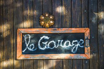 garage/panneau de signalisation