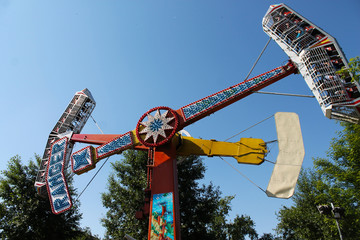 Attraction extreme swings