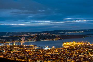 Veduta di Trieste Scorcio del Golfo di Trieste in chiave notturna.