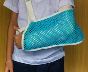 Children arm splint a broken arm