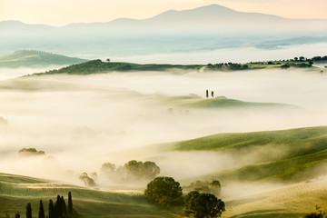 The fairytale foggy landscape of Tuscan fields at sunrise Fototapete