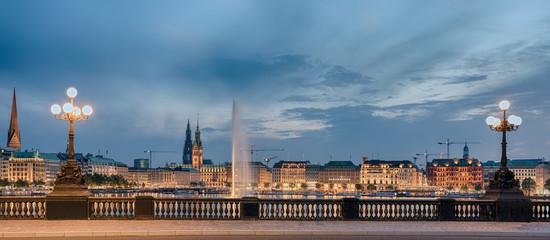 Hamburg Jungfernsteg beleuchtet Panorama