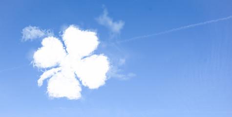 Wolken im Himmel Kleeblatt