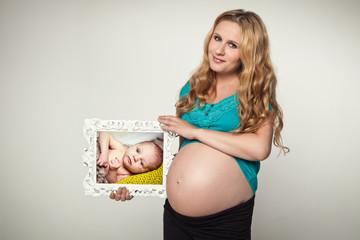 Babybauch und Baby