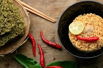 Dried instant noodles