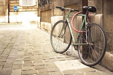 Foto op Plexiglas Fiets Vintage bike parked in the street