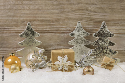 dekoration zu weihnachten in gold silber und braun mit. Black Bedroom Furniture Sets. Home Design Ideas