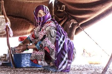 Femme berbère sous la tente