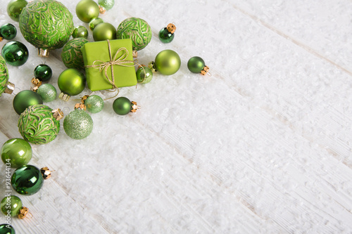 dekoration zu weihnachten in gr n maigr n oder lindgr n. Black Bedroom Furniture Sets. Home Design Ideas