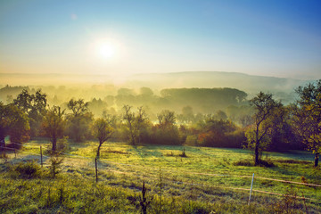 Saarland – Bliesgau Landschaft morgens im Herbst bei Sonnenaufgang
