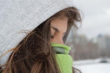 Mulher em clima frio