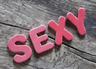 mot sexy en lettres rose