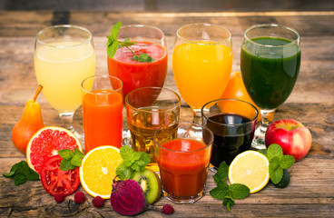 Foto op Aluminium Keuken Healthy drinks - fruit and vegetables juices and smoothies