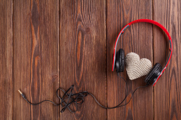 Heart toy with headphones