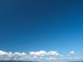 秋の青空と積雲